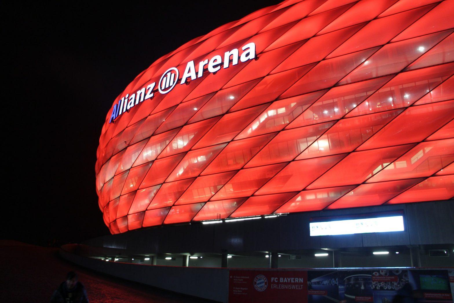 https://pixabay.com/de/arena-stadion-rot-allianz-1181668/