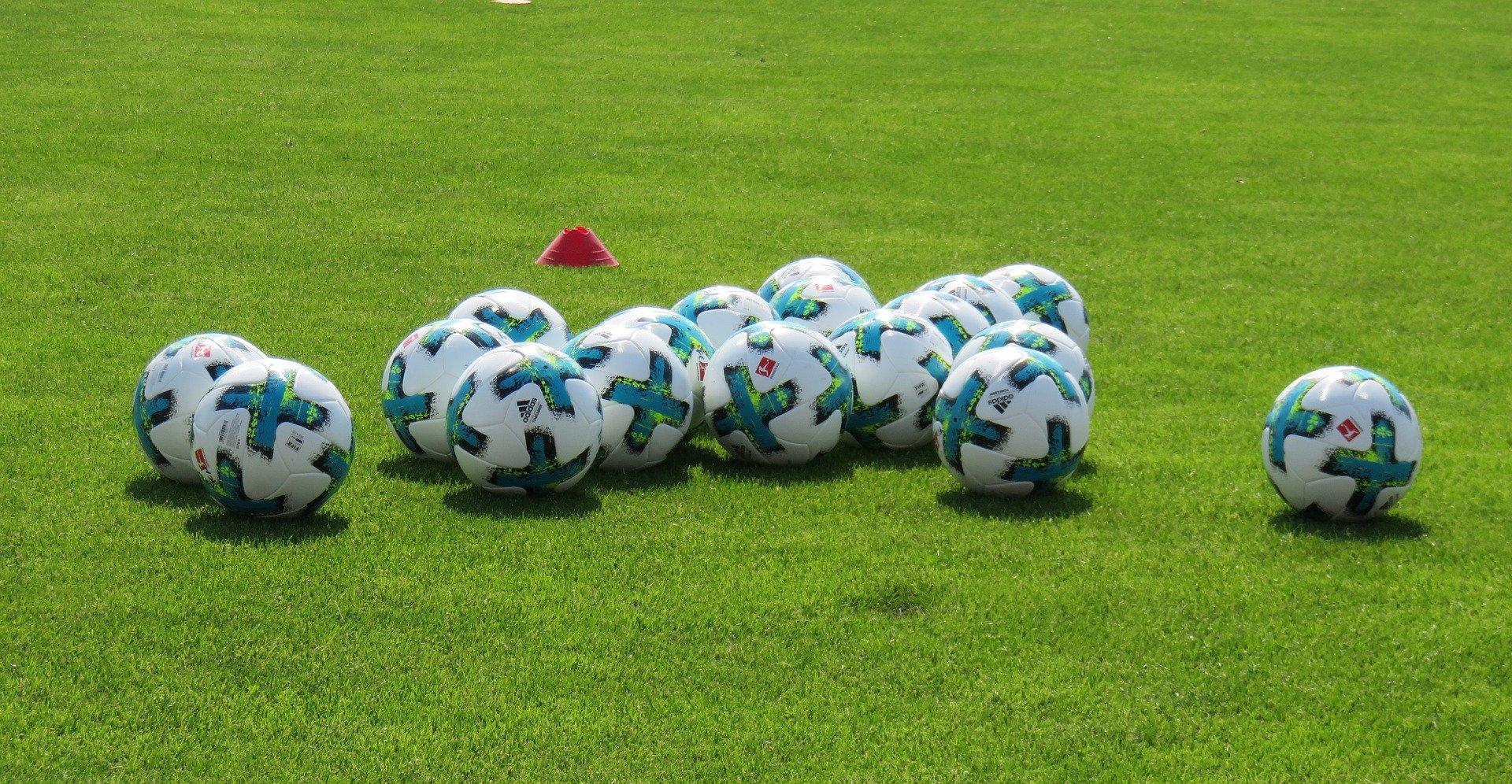 Fußball: Ballmaschinen der Bundesliga