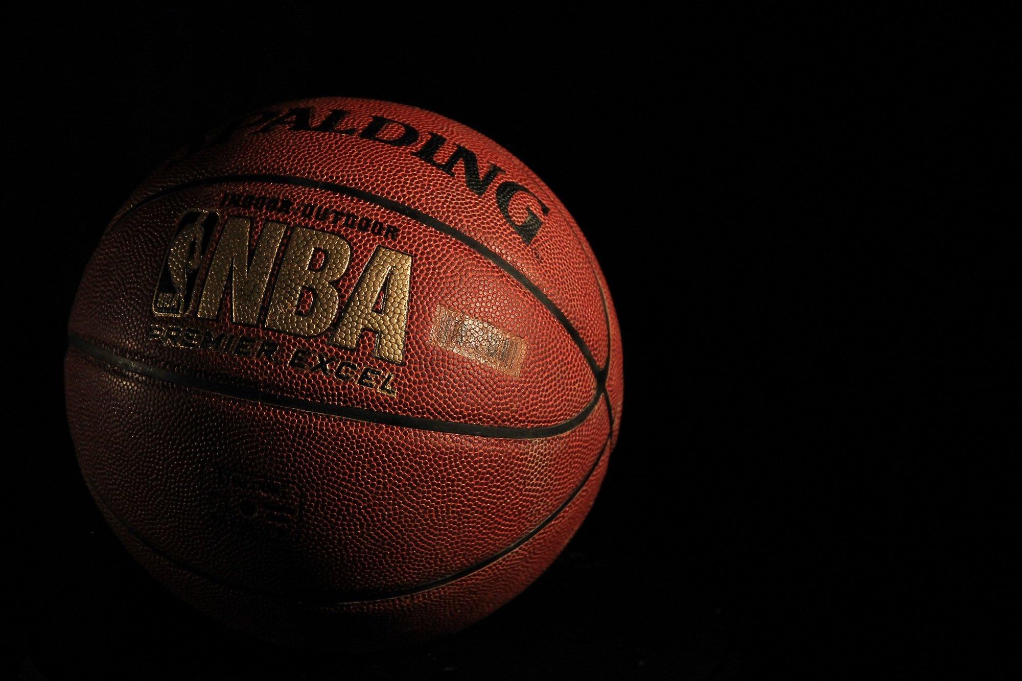 https://pixabay.com/de/photos/basketball-spalding-ball-sport-933173/